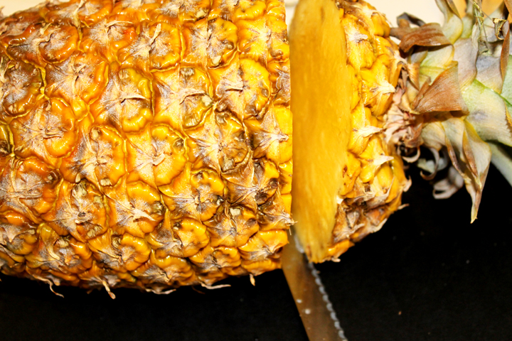 pineapple top: how to cut a whole pineapple www.agutsygirl.com