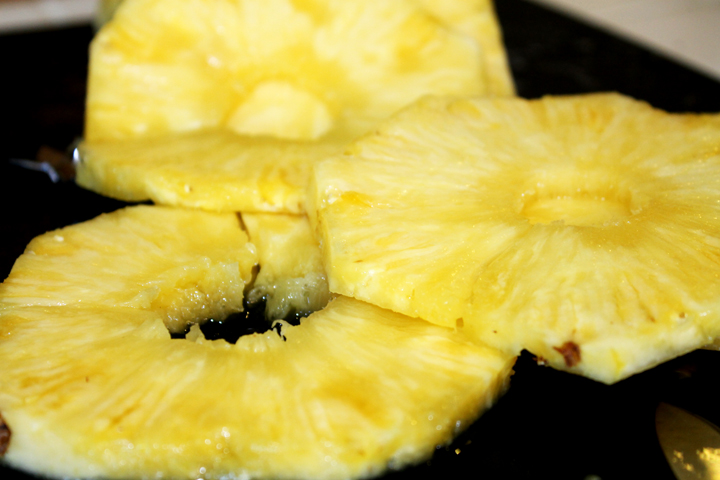 fresh pineapple: how to cut a whole pineapple www.agutsygirl.com