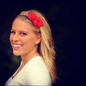Jessica Ekstrom Headbands of Hope via www.agutsygirl.com Why she's #Gutsy