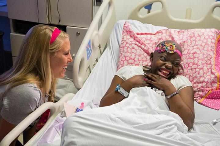Headbands of Hope Jessica Ekstrom Headbands of Hope Hospital via A Gutsy Girl www.agutsygirl.com