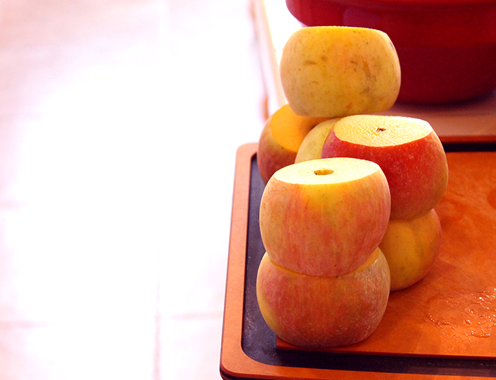 organic apples How to Make Easier-to-Digest Homemade, Slow-Cooked Applesauce www.agutsygirl.com