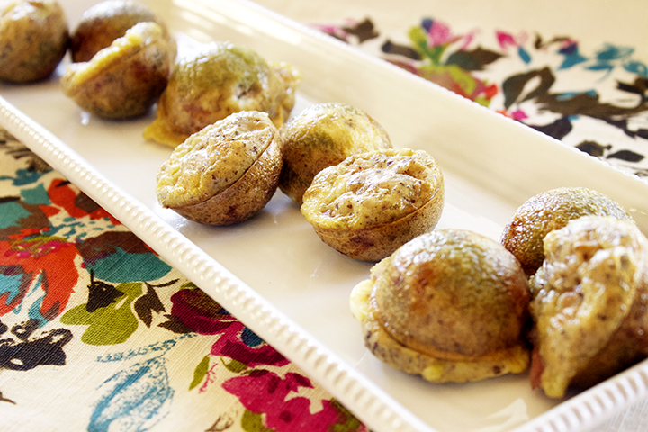 Puffy and delicious. 4-Ingredient Mini Breakfast Poppers via www.agutsygirl.com