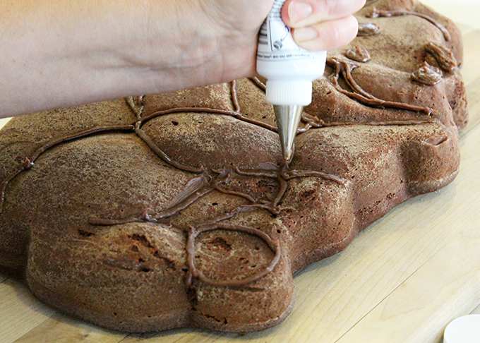 Winnie the Poo Cake A agutsygirl.com