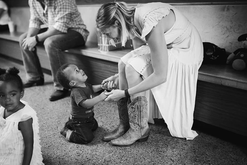 Meet Isaiah Taylor Hoffman sarahkayhoffman.com Isaiah looking at mama Sarah
