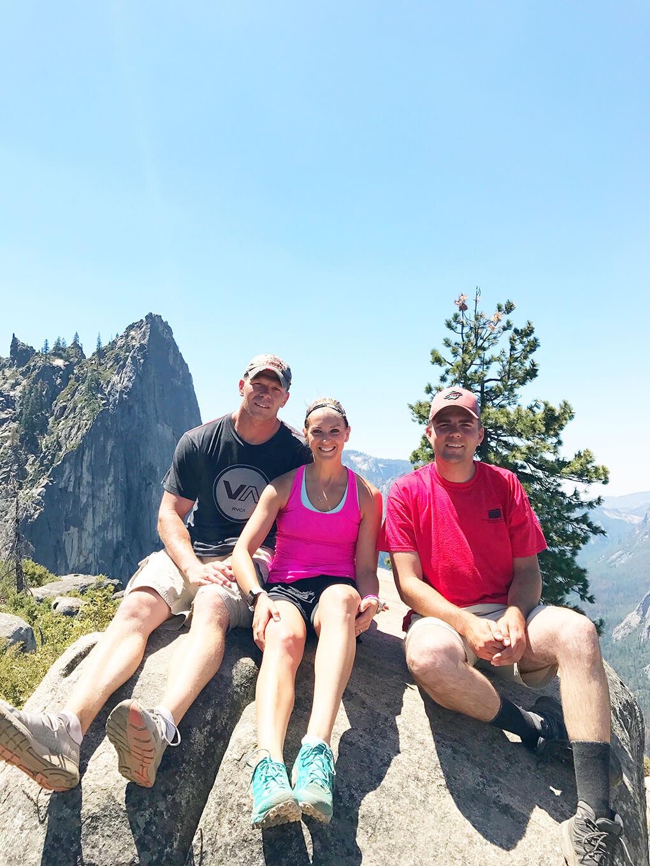 Hiking Yosemite sarahkayhoffman.com JJ, Ryan, SKH rest Glacier Point