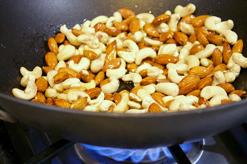 Sweet and Spicy No-Bake Holiday Nuts sarahkayhoffman.com Cashew and Almond Paleo recipe