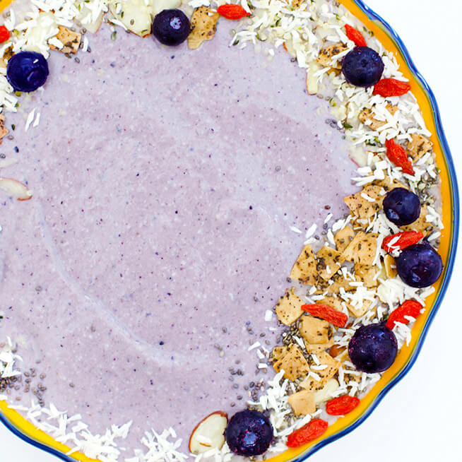 March 2018 Catch Up Over Bone Broth www.sarahkayhoffman.com smoothie bowl blueberries dairy free