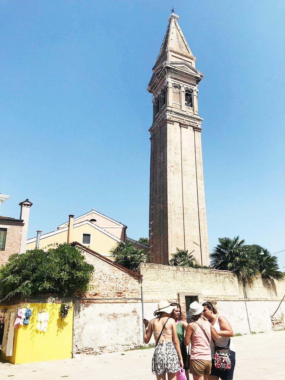 Foundation www.sarahkayhoffman.com Venice Burano leaning building #italy #travel #lifestyleblogger #newhouse