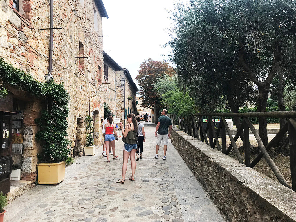 Top 17 Things from Italy www.sarahkayhoffman.com Monterigggioni #italy #travel