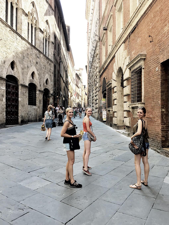 Top 17 Things from Italy www.sarahkayhoffman.com SKH Ceci Camilla Siena #travel #italy