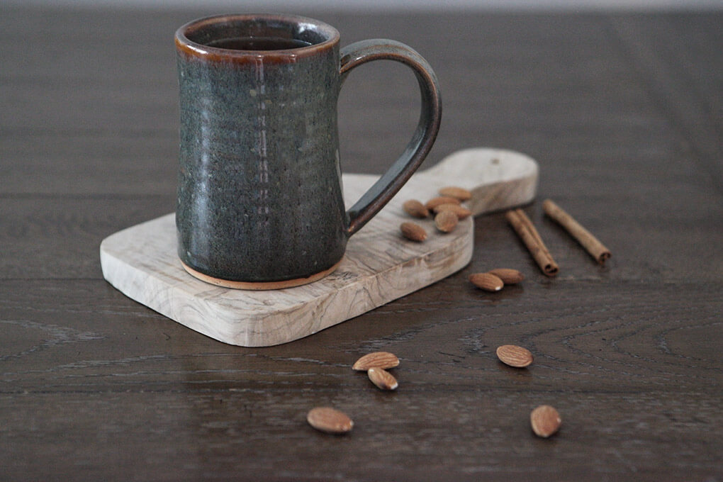 How to Make Instant Pot Apple Cider www.sarahkayhoffman.com mug almonds