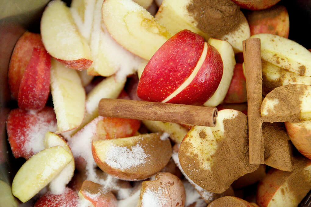 How to Make Instant Pot Apple Cider www.sarahkayhoffman.com pot #applecider #instantpot #instantpotrecipes #healthyliving #Paleo