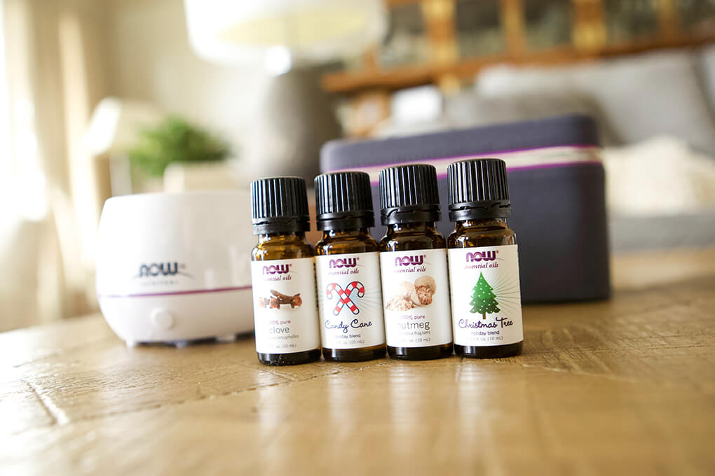 Swapping Out Candles and Wallflowers agutsygirl.com #essentialoils #oils #diffuser #healthyliving #gifts Holiday set